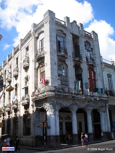 Edificio El Cetro de Oro, Centro Habana, Cuba